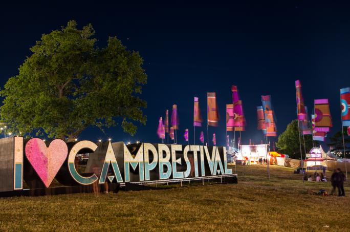 100_day2_camp-bestival-sign-magic-meadow-night-atmos__vic27321438856315