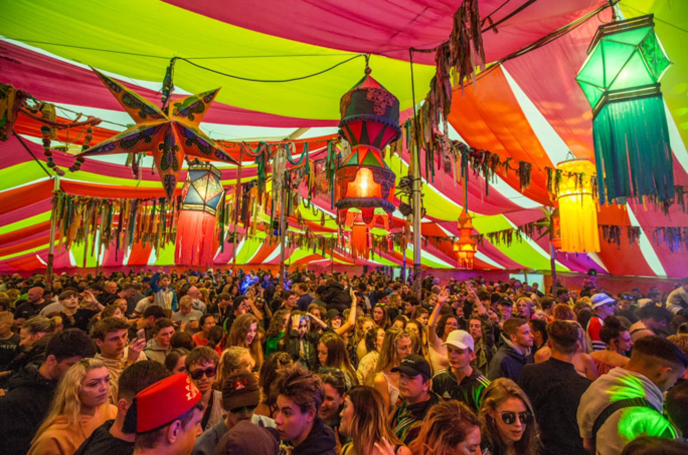 6_130-camp-bestival-friday-236611501585106