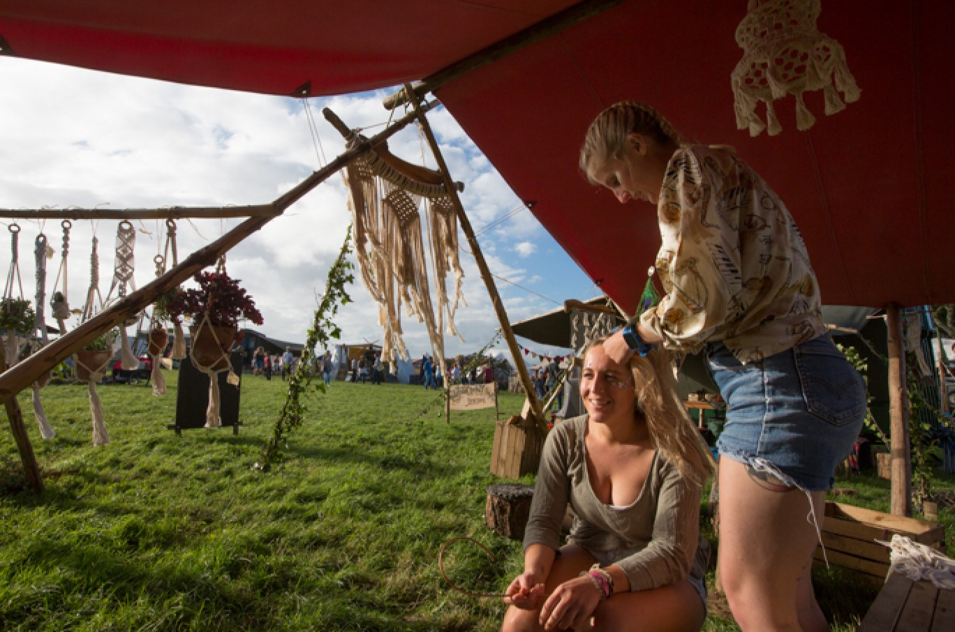 6_137-camp-bestival-thursday-1061501585113