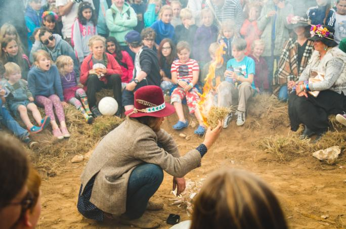 campbestival_firelighting_ceremony_mik8396-31474452595