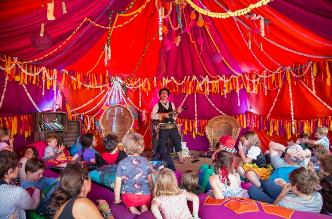 day3_reading-tent-upper-kids-garden_adam31541438856602
