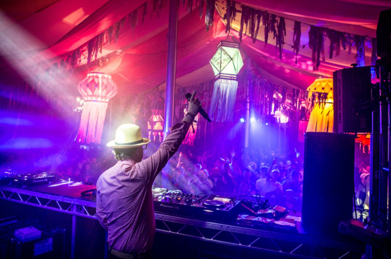 6_106-camp-bestival-friday-237281501585076
