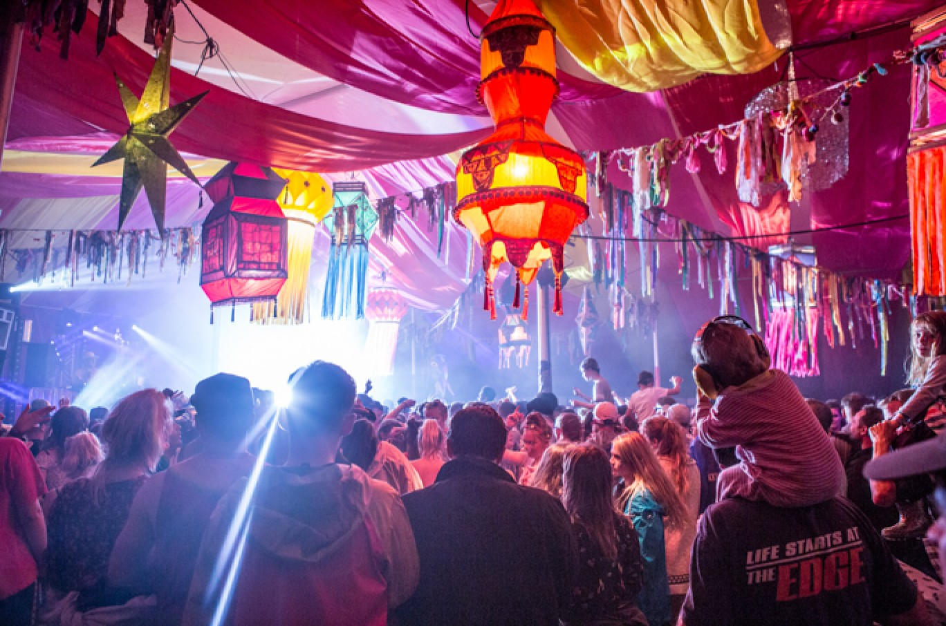 6_107-camp-bestival-friday-237981501585077