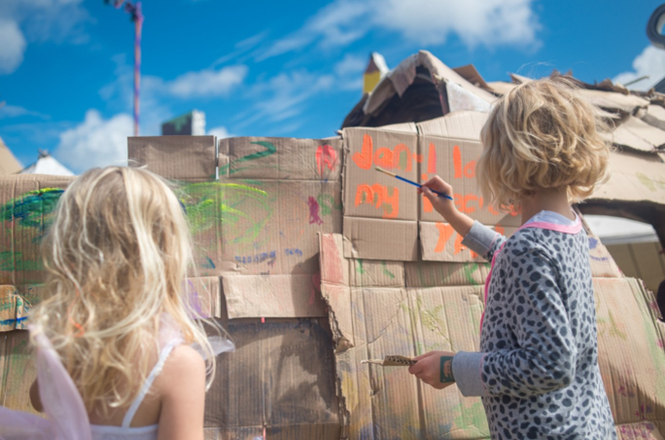 6_121-camp-bestival-2017-kids-field-cl-dsc_26071501585095