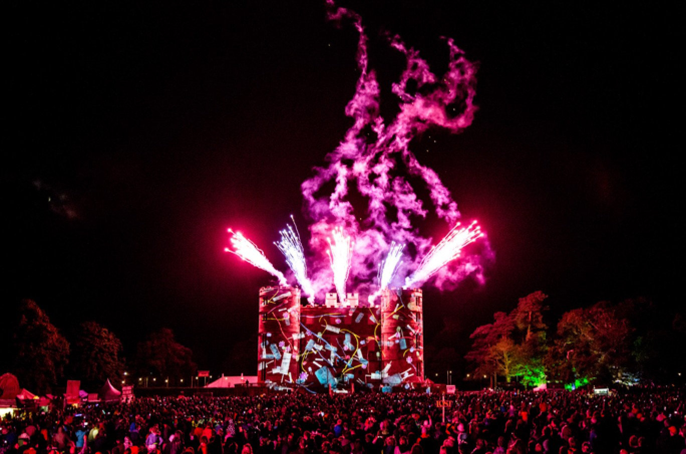 6_152-camp-bestival-2017-fireworks-rb-f61a27891501585129