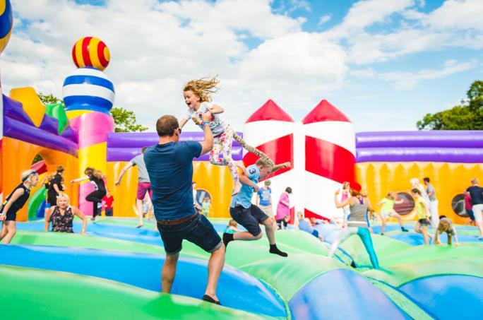 campbestival_bouncycastle_sat_jch_7496-21474452443
