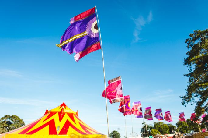 campbestival_flags_sun_jch_78971474452617