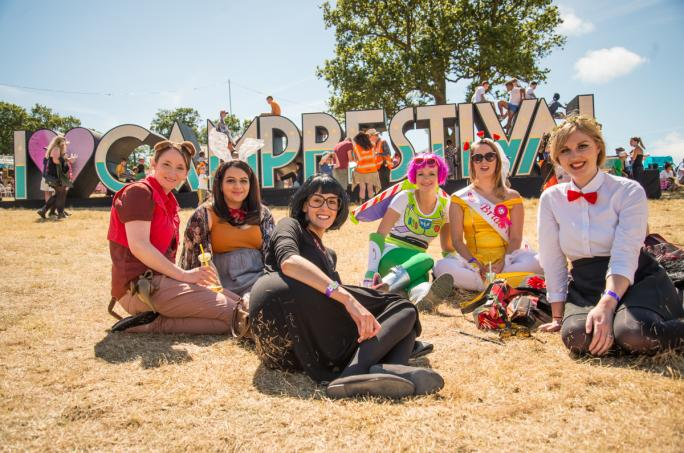 day3_camp-bestival-sign-magic-meadow-portrait_cf1_32181438856545