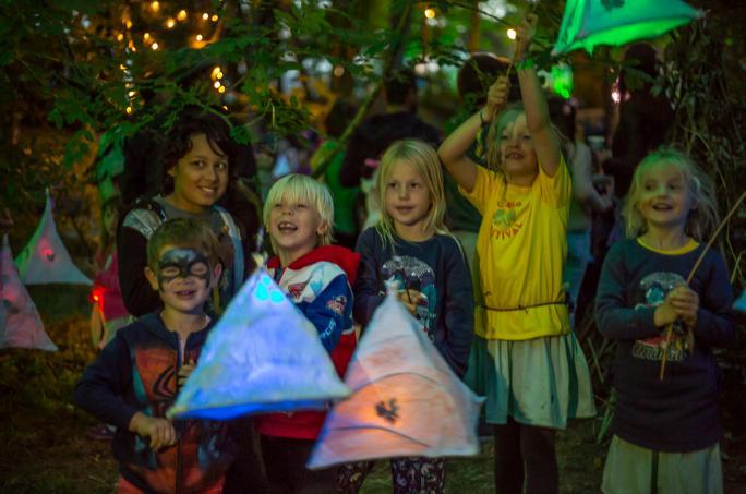 day4_atmos-children-lantern-night-atmos_adam46631438856611