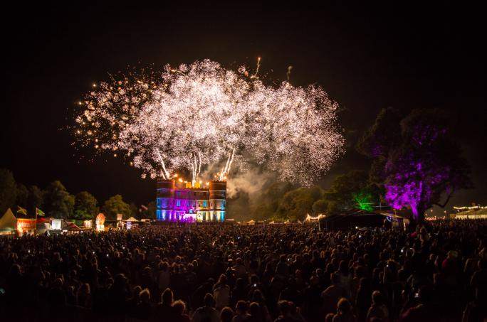 day4_castle-stage-fireworks_cf1_70001438856631