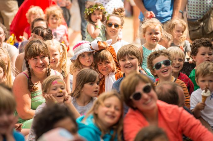 day4_children-puppet-show-reactions-upper-kids-garden_cf1_48641438856638